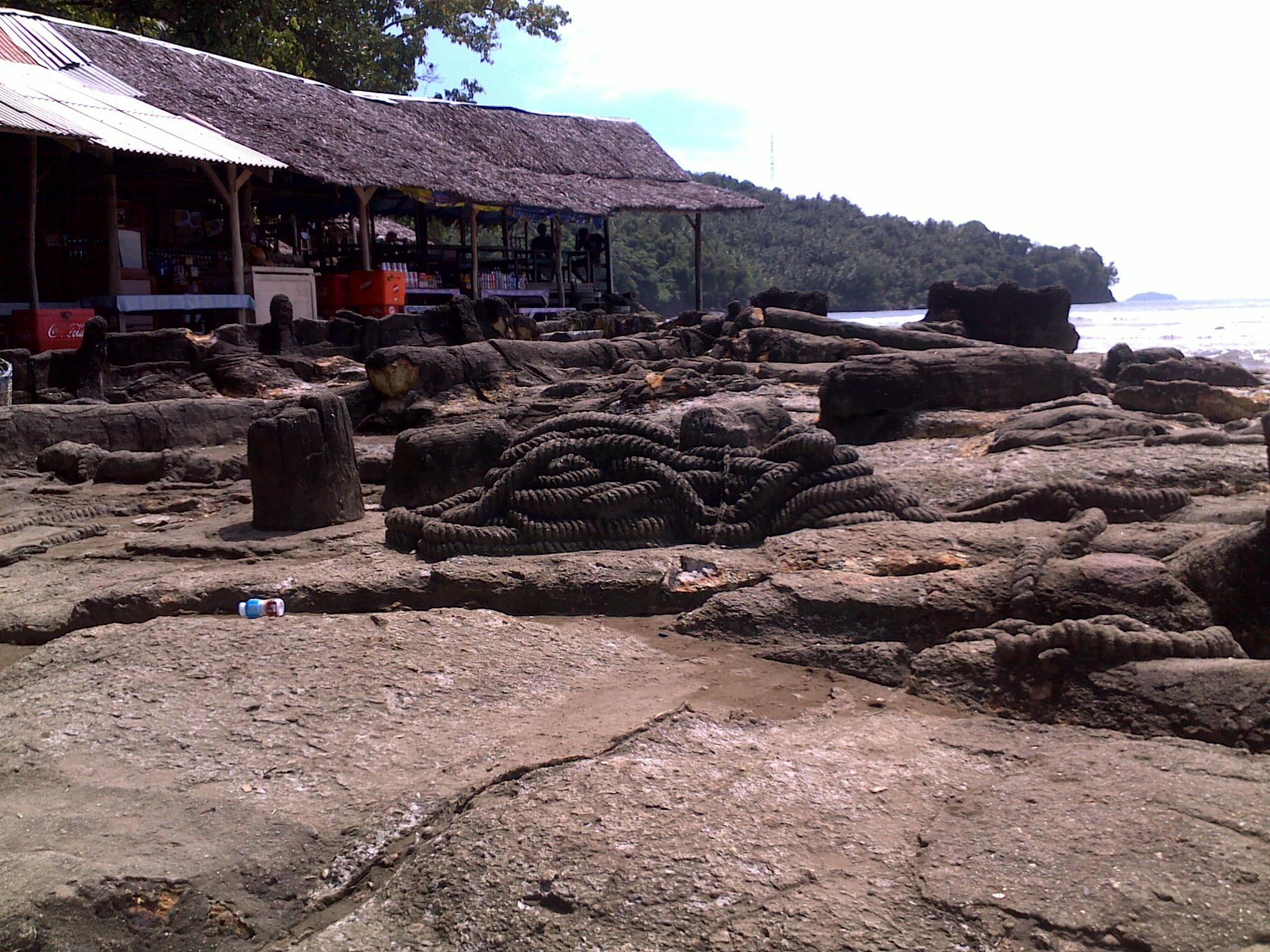 Malin Kundang di Pantai Air Manis, Padang Naska Drama Legenda Surabaya