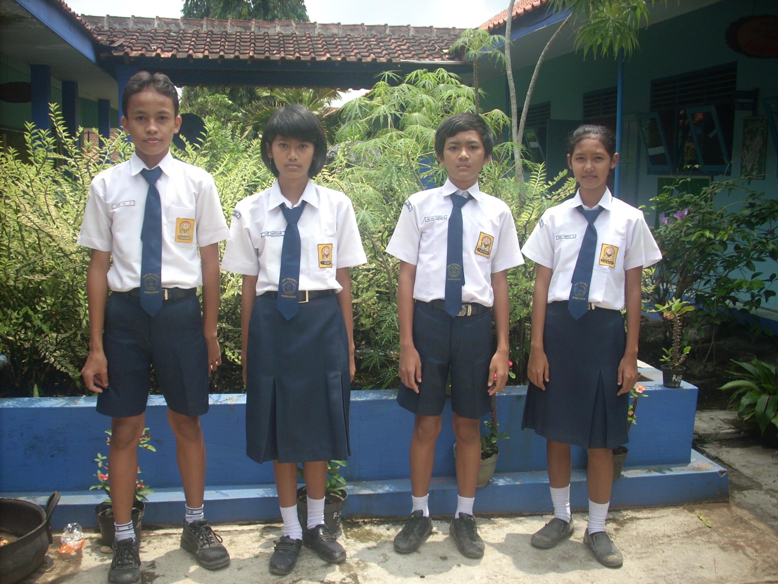 Siswa SMP Sudah Seharusnya Bercelana Panjang | Catatanku2560