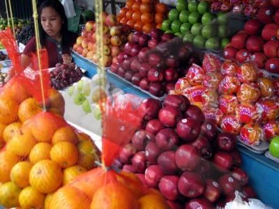 Buah-buahan impor yang dijual di lapak buah (Sumber foto: bisnis-jabar.com)