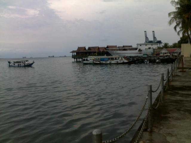 Pemandangan pantai Losari dari Hotel Makassar Golden (tempat konferensi)