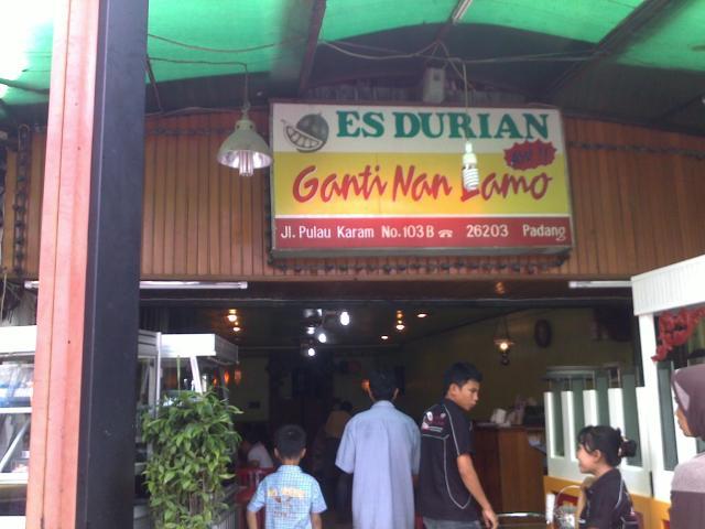 """Kedai Es Durian """"Ganti Nan Lamo"""""""