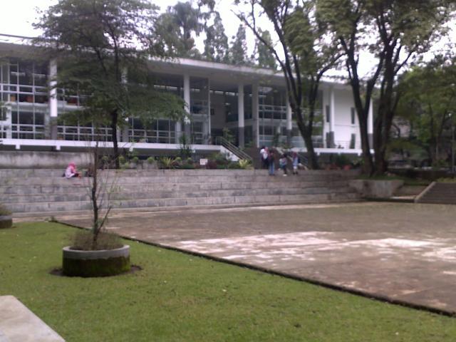 Boulevard di Taman Cinta