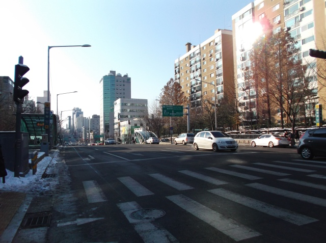 Zebra cross tempat PSY menyeberang di dalam video klip lagu Gangnam Style.
