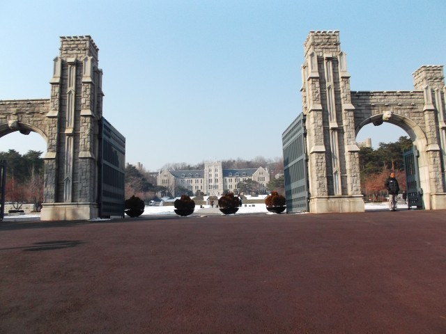 Gerbang kampus Korea University