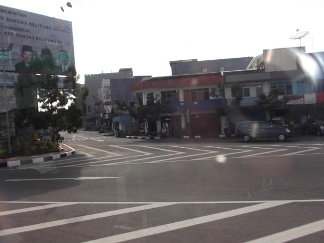 Jalan-jalan sepi di kota Tanjungpandan
