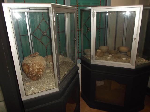 Pecahan keramik cina yang ditemukan di laut sekitar Pulau Belitung.