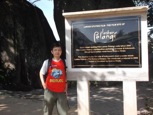 Papan yang menyebutkan disinilah lokasi film Laskar Pelangi.