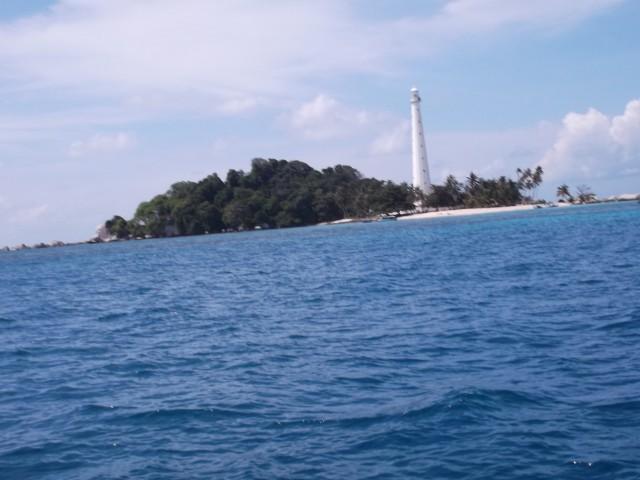 Pulau Lengkuas dari jauh