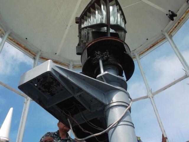Lampu mercu suar yang tidak bisa berputar lagi, tapi masih bisa berfungsi memancarkan sinar