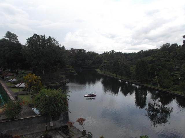 Kolam lainnya yang lebih luas