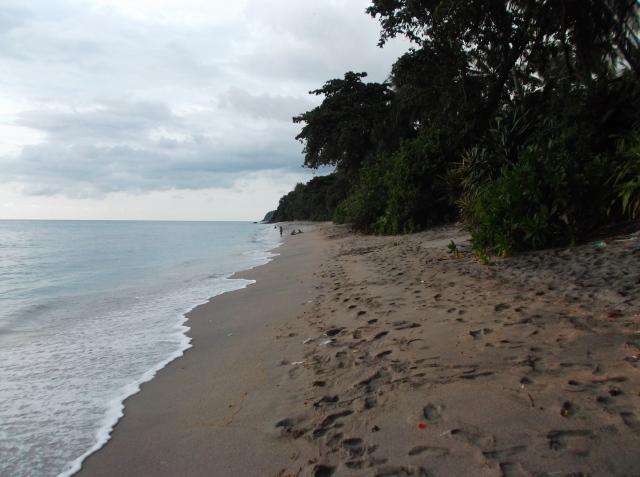 Pantai Senggigi ke arah utara