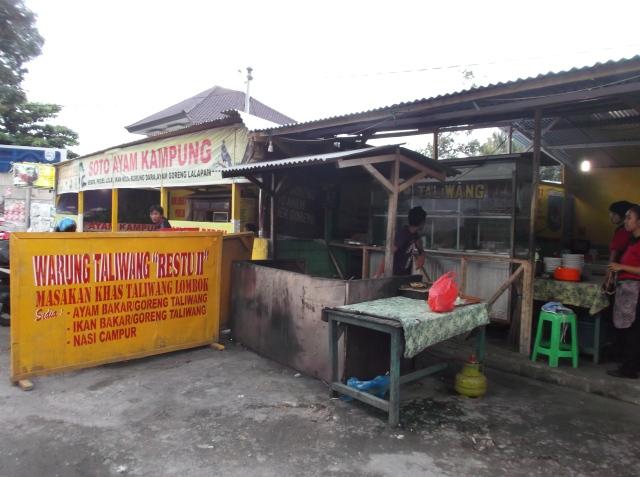 Kedai ayam taliwang di Jalan Garuda.