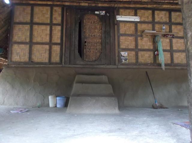 Lantai rumah orang Sasak