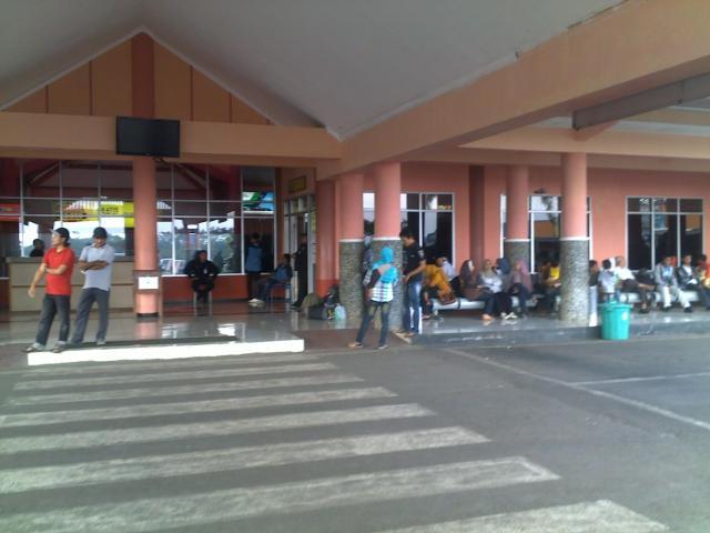 Suasana di depan bandara