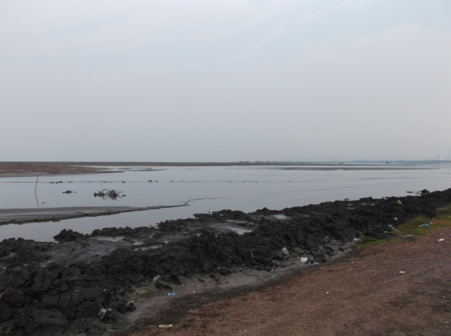 Danau lumpur dari sudut yang lain.