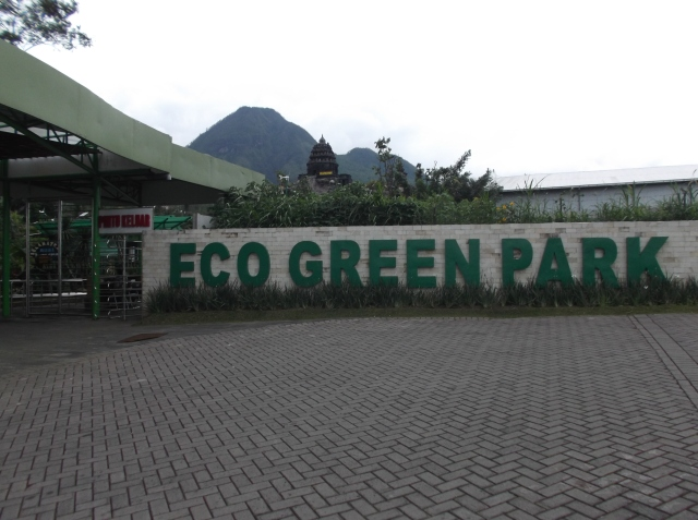 Pintu masuk ECO Green Park