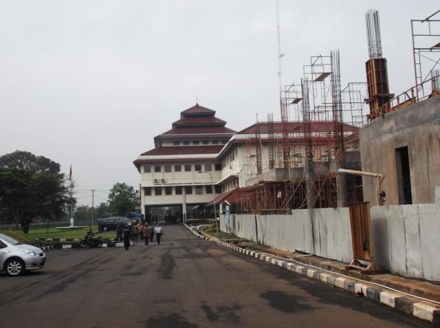 Di sebelah Rektorat 2 ini sedang dibangun kampus KOICA-ITB Cyber Security Center