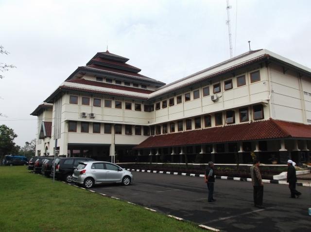 Gedung ex-Unwim yang sekarang dijadikan gedung Rektorat ITB 2