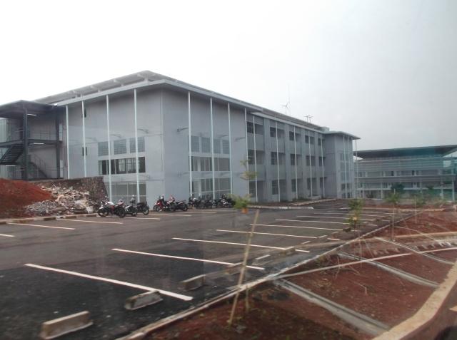 Gedung yang dibangun fakultas SITH (Sekolah Ilmu dan Teknologi Hayati)