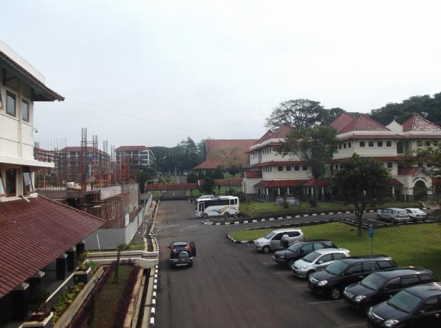 Pemandangan dari gedung rektorat.