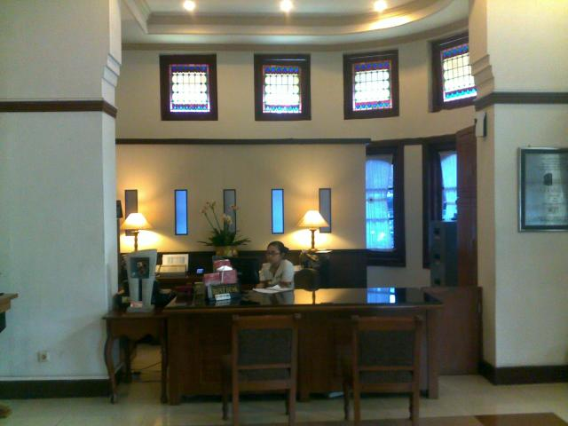 Lobby hotel. Dulu ini tempat menerima tamu.
