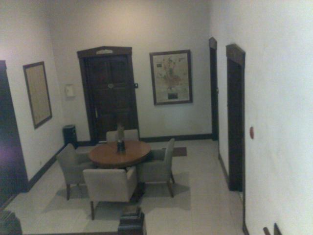 Ruang tamu di lantai 2.