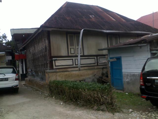 Satu lagi rumah penduduk peninggalan zaman dahulu di Birugo.