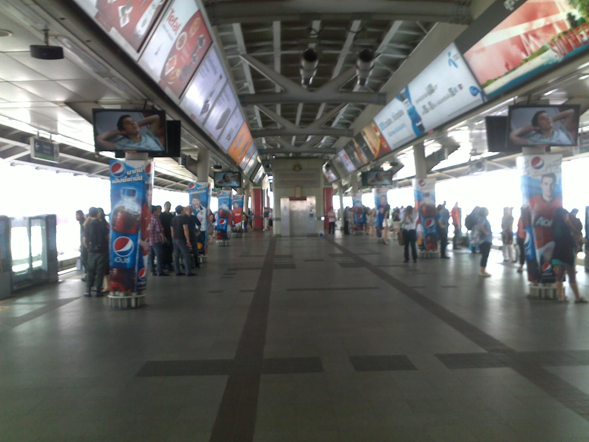 Jalan-jalan ke Bangkok (Bagian 3): Mencoba Naik Skytrain
