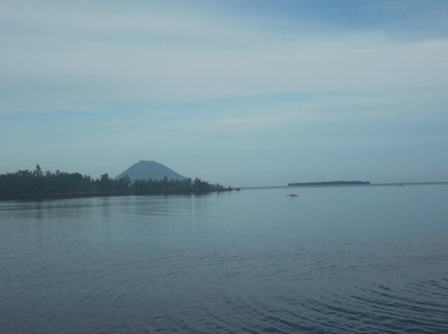 Pulau Manado Tua dan Pulau Bunaken tampak dari Kima Bajo.