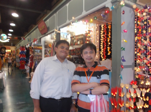 Bersama Mohamad Reza di pasar malam.