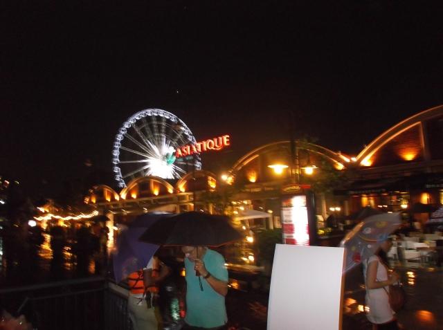 Pasar malam Asiatique di pinggir Sungai Chao Praya