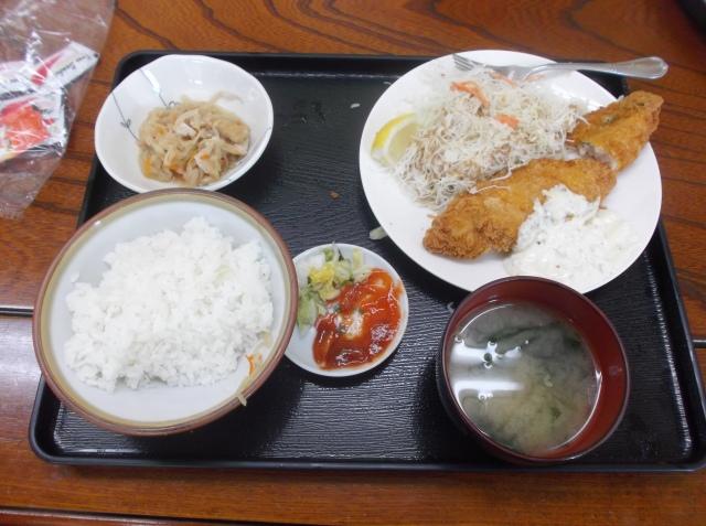 Makan siang dulu di kantin Yu Yu dengan menu Jepang. Nasinya enak seperti di restoran HHB di Indonesia.