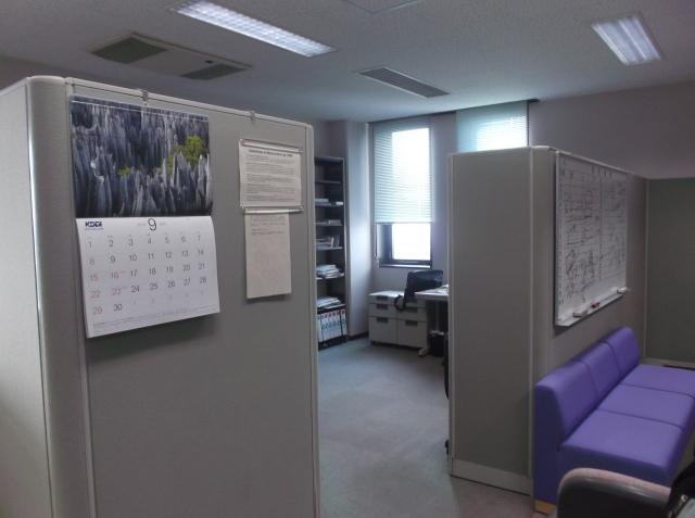 Sudut-sudut lab Pak Khoirul. Mahasiswa S2 dan S3 mendapat ruangan sendiri.