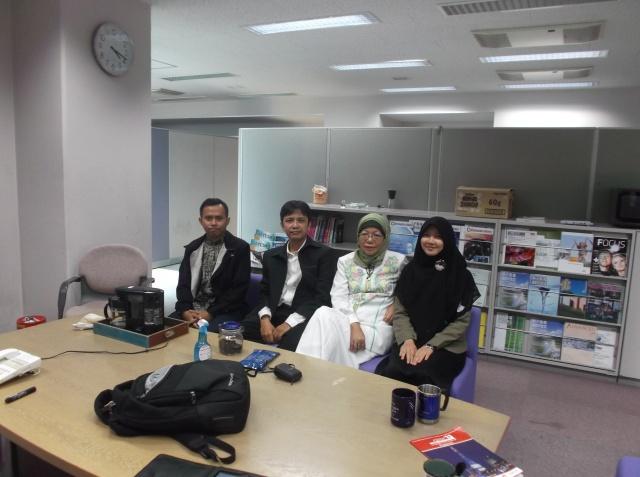 Bertemu Rahmi Youwan (mahasiswa Informatika ITB angkatan 2010) dan Ridwan (S2 IF-ITB) yang mendapat kesempatan magang di JAIST selama 1 bulan dan 2 bulan.