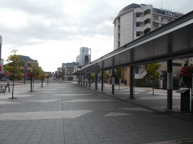 Lapaaaanggg bener stasiun Komatsu ini, sangat ramah dengan pejalan kaki.