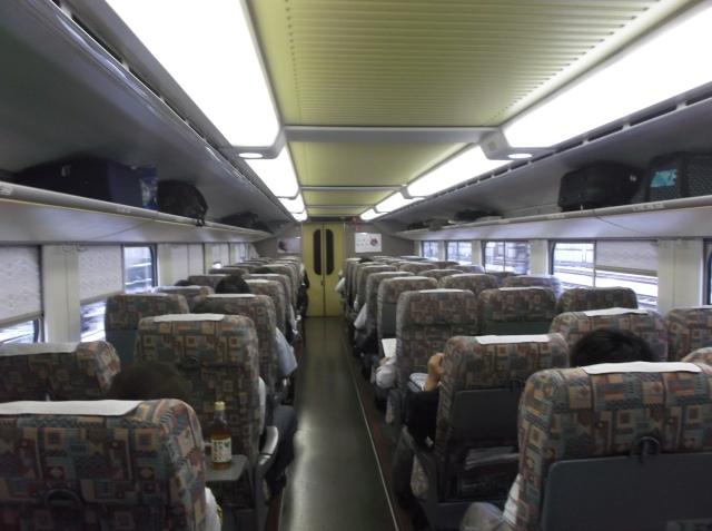 Suasana di dalam gerbong Shinkansen lantai dua.