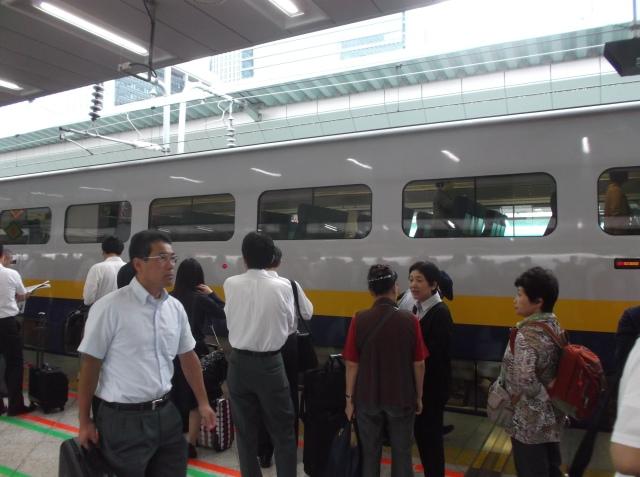 Kereta Shinkansen yang saya naiki, dua lantai.