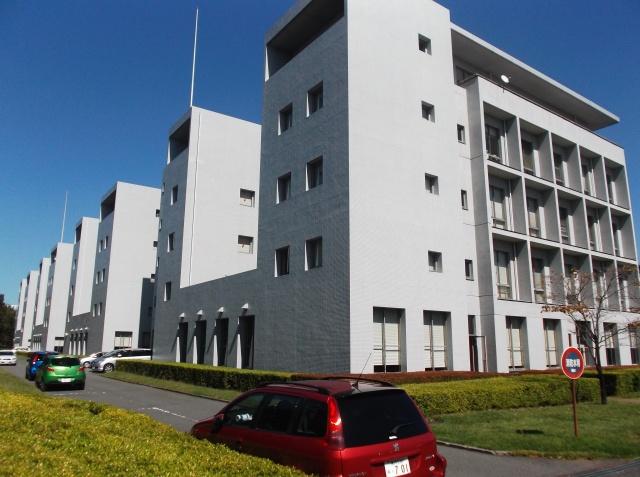 Gedung-gedung kuliah/lab di kampus Fujishawa