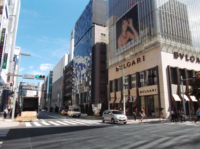 Label merek ternama di Ginza.