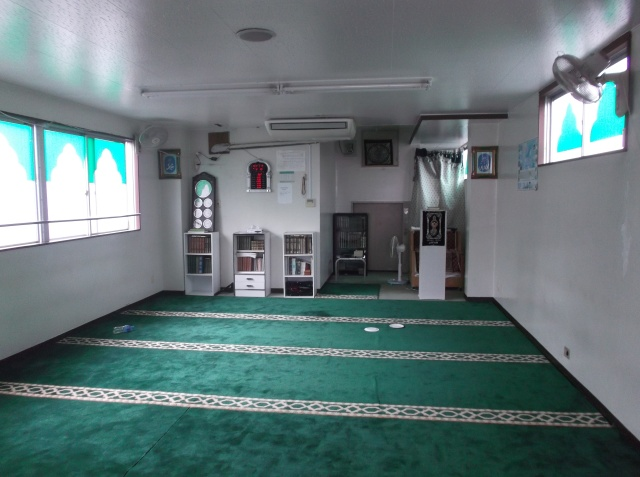 Ruang shalat di dalam masjid