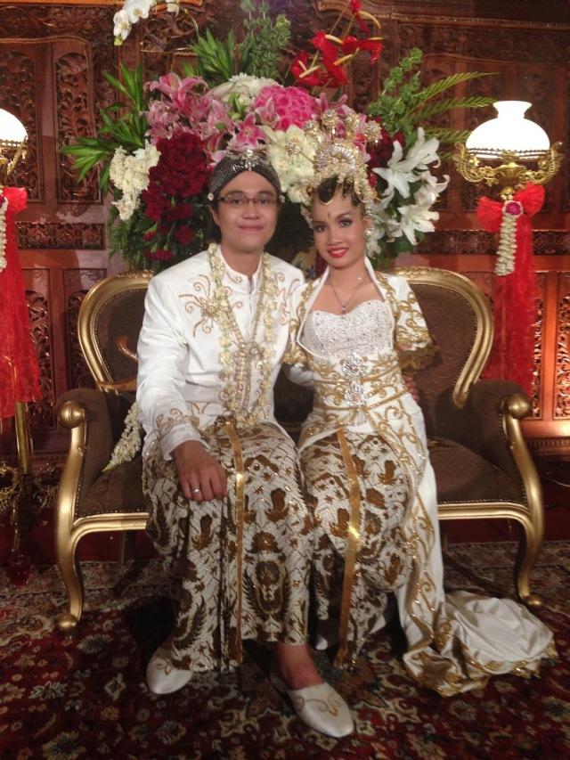 Pernikahan Putri Herlina dan Reza (Sumber foto: http://saptuari.blogspot.com/2013/10/tuhan-maha-sutradara.html)
