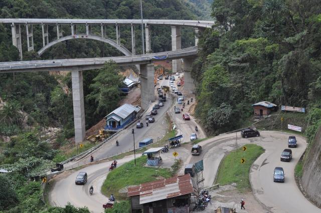 Jembatan Kelok Sambilan (Sumber: http://www.inioke.com/Berita/4908-Jembatan-Layang-Kelok-Sembilan-Tertinggi-di-Indonesia.html)