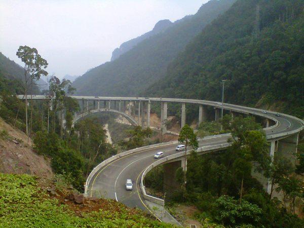 Jembatan layang Kelok Sambilan (Sumber: http://smknews.net/sekilas-tentang-kelok-9/)