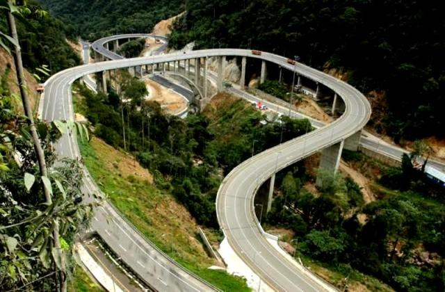 Jembatan layang Kelok sambilan (Sumber: http://www.setkab.go.id/nusantara-10738-.html