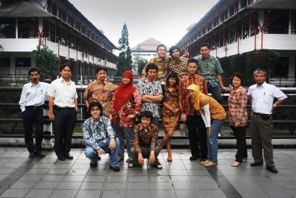 Kaisar bersama para dosen dan asisten Lab IRK (1).