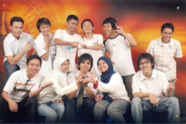 Kaisar bersama-sama asisten Lab IRK Informatika ITB (Angkatan 2006 dan 2007)