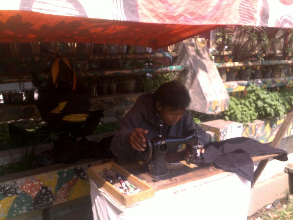 Tenda Jahit Pak Ajun (Andai Dulu Jadi Kuliah di Arsitektur ITB) (2/6)