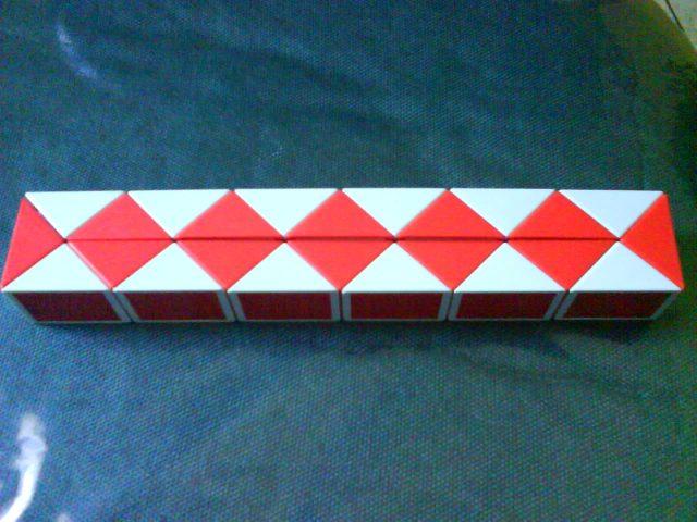 Rubik yang dilipat dalam bentuk memanjang