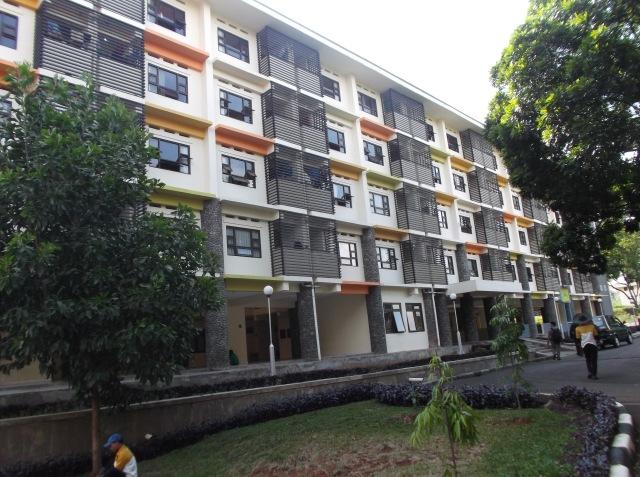 Gedung asrama dari dekat