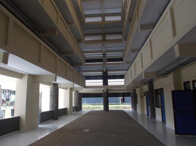 Ruang terbuka dipandang dari lantai dasar